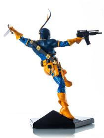 Deathstroke statue 1/10 by Yvan Reis Iron Studios