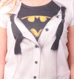 T-shirt Batman modèle femme costume Bruce Wayne