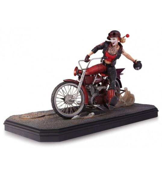 Harley Quinn statue Gotham City Garage
