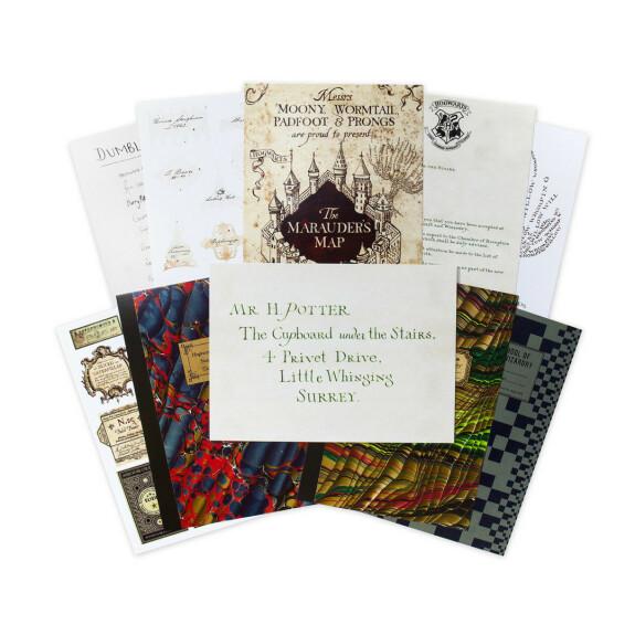 Lot de 20 cartes postales la série Poudlard MinaLima