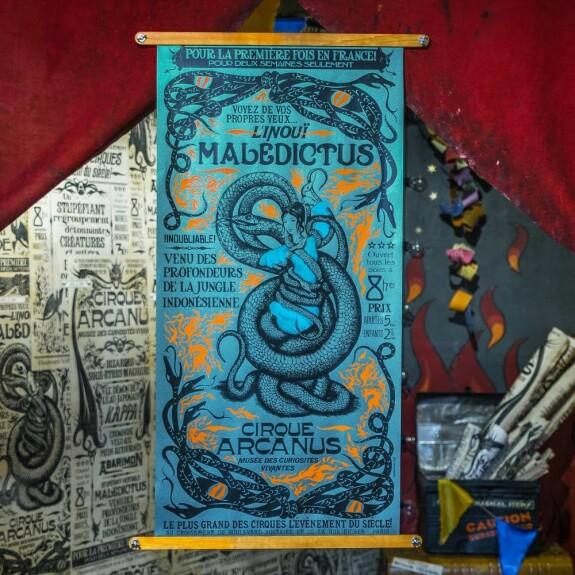 Réplique de l'affiche de Nagini MinaLima