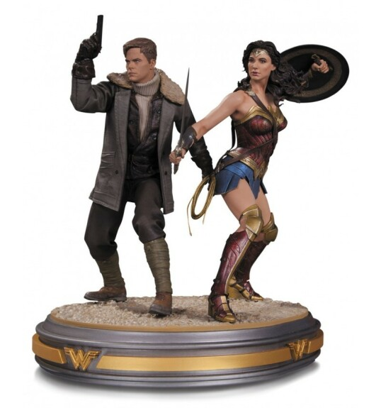Wonder Woman et Steve Trevor statue film Wonder Woman