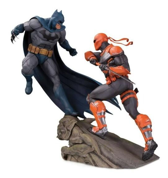 Batman vs Deathstroke Statue 30 cm