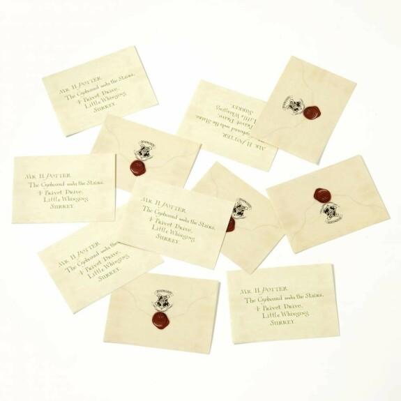 Lot 12 stickers décoratifs Lettre d'acceptation à Poudlard de Harry Potter MinaLima