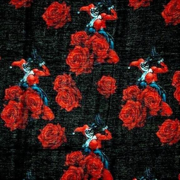 Foulard Harley Quinn comics et roses