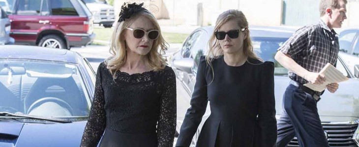 Amy Adams et Patricia Clarkson dans Sharp Objects
