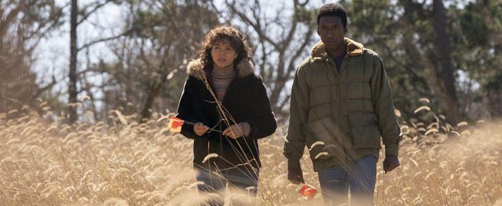 Carmen Ejogo et Mahershala Ali dans True Detective saison 3