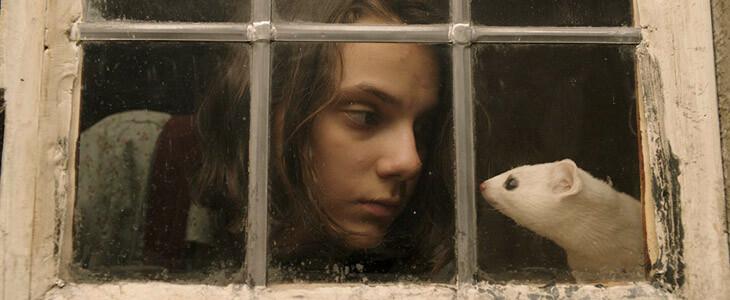 Dafne Keen incarne la jeune Lyra dans His Dark Materials.