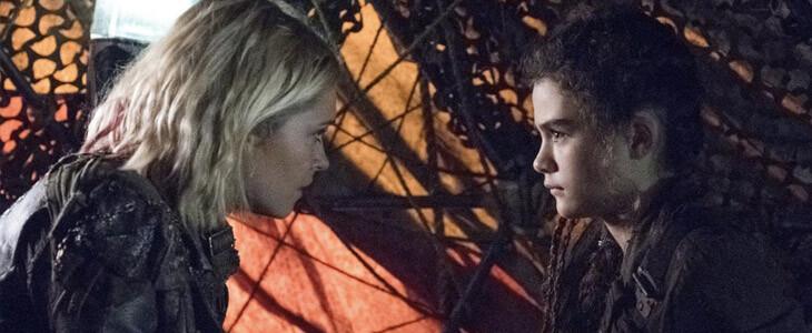Eliza Taylor et Lola Flanery dans la saison 5 de The 100