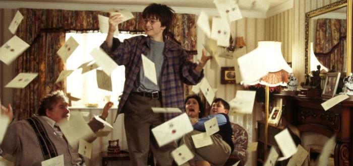 Harry Potter reçoit sa lettre d'admission à Poudlard