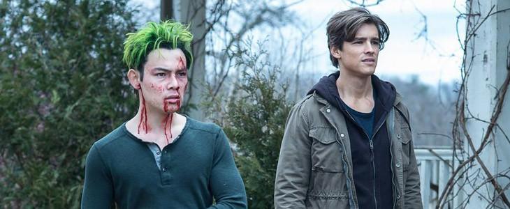 Brenton Thwaites et Ryan Potter dans Titans