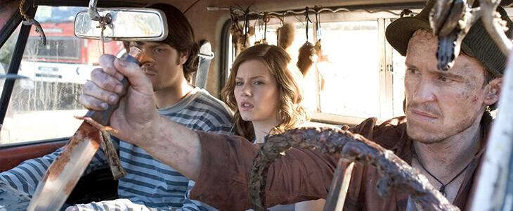 Jared Padalecki et Elisha Cuthbert dans le film d'horreur La Maison de cire