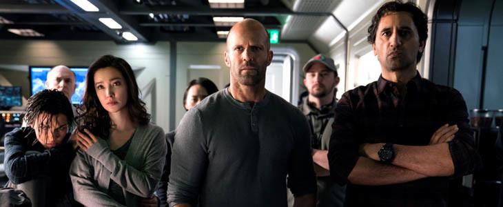 Jason Statham et l'équipe du film En Eaux Troubles