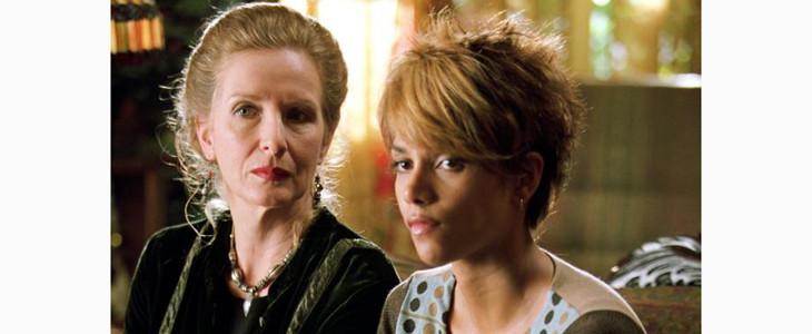 Frances Conroy avec Halle Berry dans Catwoman