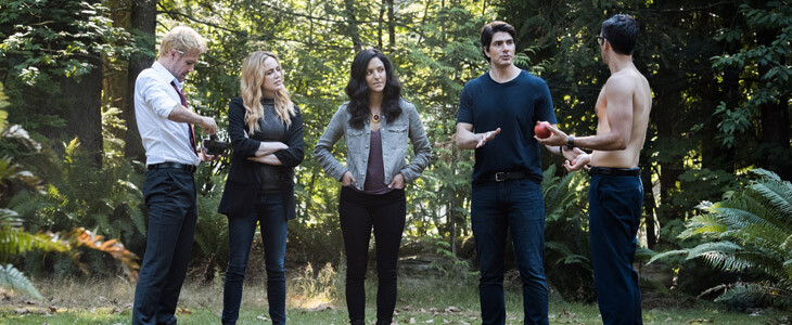 Caity Lotz, Brandon Routh et Matt Ryan dans la saison 4 de Legends of Tomorrow