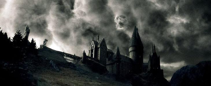 La Marque des Ténèbres au dessus de Poudlard dans Harry Potter et le Prince de Sang-Mêlé