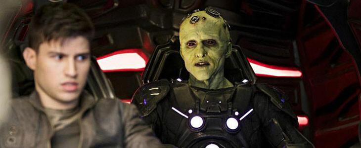 Cameron Cuffe (Seg-El) et Brainiac (Blake Ritson) dans Krypton