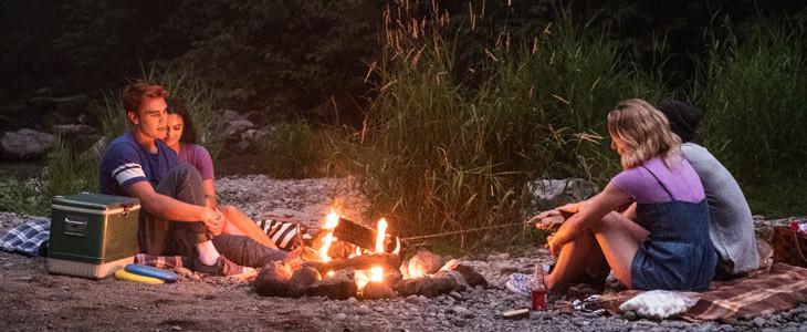 K.J. Apa, Camila Mendes, Lili Reinhart et Cole Sprouse dans Riverdale.