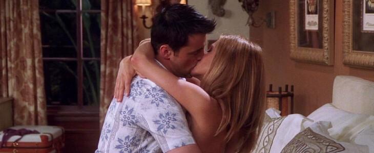 Rachel embrasse Joey.