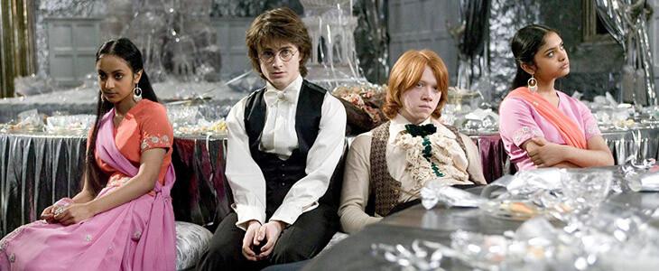 Harry Potter, Ron Weasley et les soeurs Parvati au bal de Noël dans Harry Potter et la Coupe de Feu