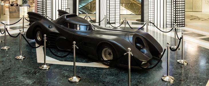 La Batmobile aux Galeries Lafayette des Champs-Elysées.