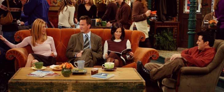 25 ans de Friends : le canapé de la série fait son tour du monde.