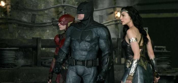 Le personnage Flash aux côtés de Batman dans le film Justice League.