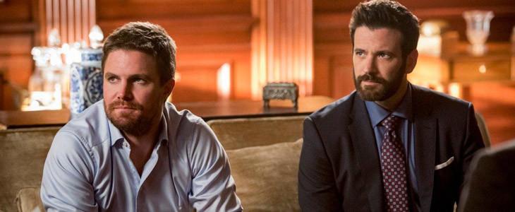 Stephen Amell et Colin Donnell dans Arrow saison 8