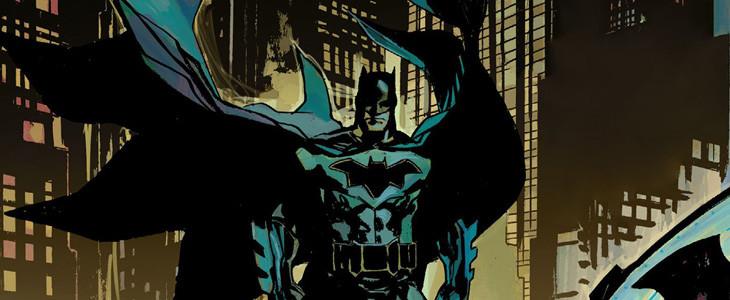 La cape de Batman dessine des ailes de chauve-souris