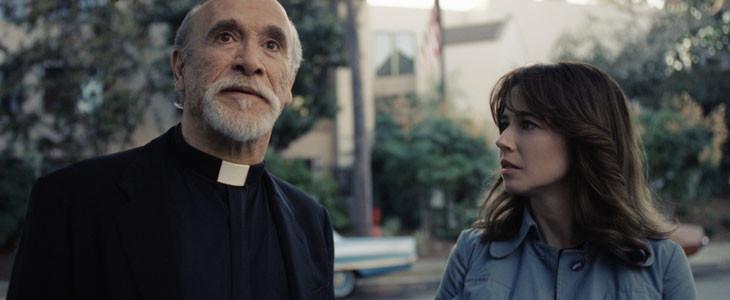 Tony Amendola et Linda Cardellini dans La Malédiction de la Dame Blanche