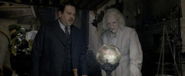 Jacob Kowalski et Nicolas Flamel dans Les Animaux Fantastiques : Les Crimes de Grindelwald