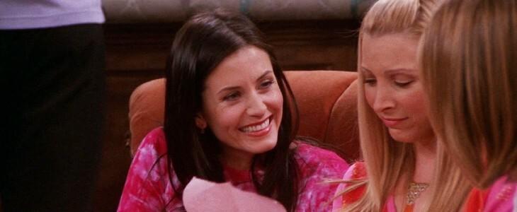 Monica et Phoebe, dans Friends.