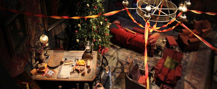 La Salle Commune des Gryffondor au Studio Tour Harry Potter décoré pour Noël